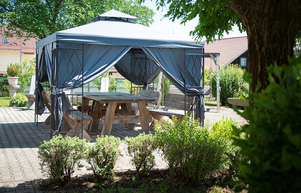 Pavillon auf der Terrasse GA Dr. Albrecht